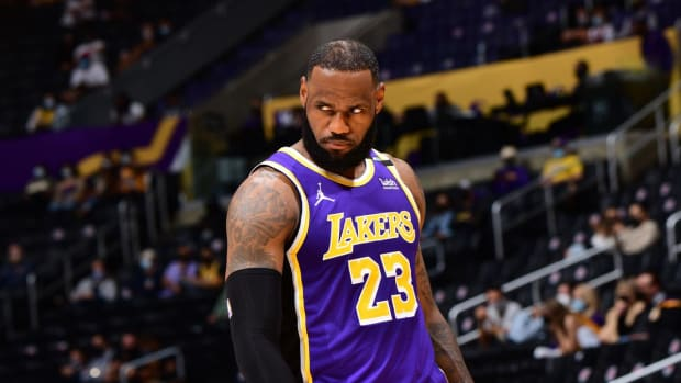 """LeBron James' Best Comebacks To Fans Insulting Him: """"Your Lady Is Embarrassed To Be With You."""""""