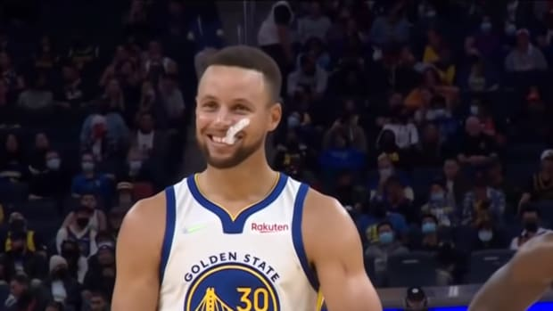 """LeBron James Trolls Stephen Curry After Missing One Free Throw: """"Give Me Two, I Ain't Ever Seen It"""""""