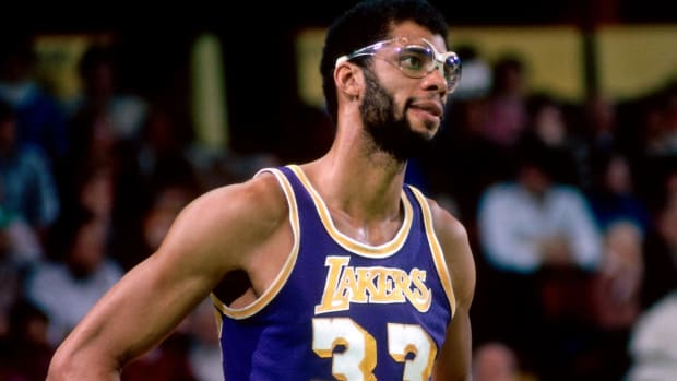 Kareem Abdul-Jabbar Got Elbowed By Rookie Kent Benson, So He Punched Him In The Face In His First Game