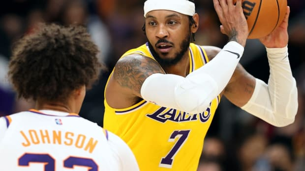"""Carmelo Anthony Screamed """"I Got It, Get The F*ck Outta Here"""" During The Lakers Game So Loud That ESPN Had To Cut The Audio Feed"""