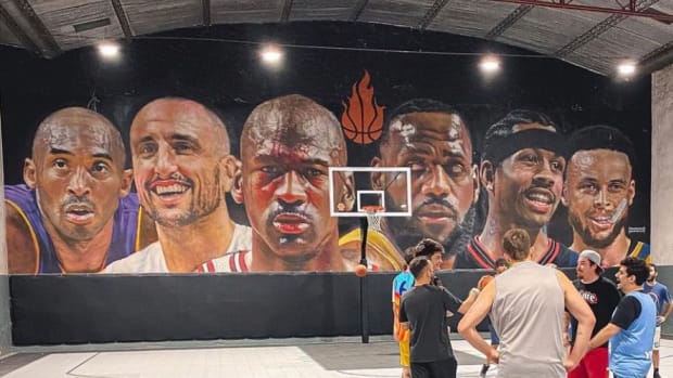 Incredible Mural Of Michael Jordan, Kobe Bryant, LeBron James, Steph Curry, Allen Iverson, And Manu Ginobili Found In Argentina