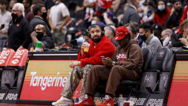 """Drake Joins Commentary Team During Toronto Raptors Preseason Game: """"It Feels Good To See You Guys Back."""""""