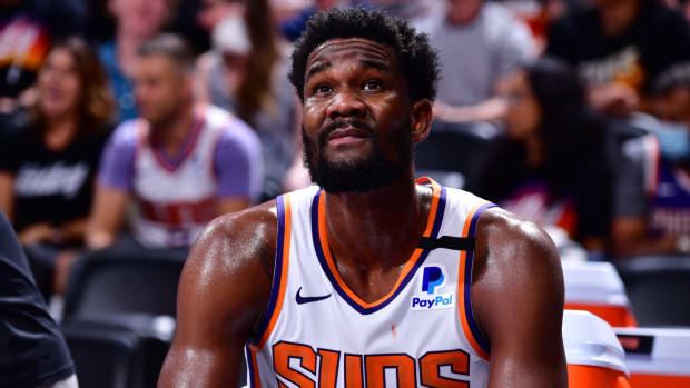 Rising Star Deandre Ayton Is 'Very Unhappy' With Phoenix