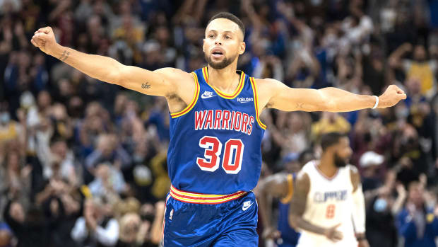 """Steve Kerr Gives Huge Praise To Stephen Curry: """"There's Never Been Anyone Like Him"""""""