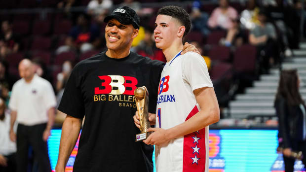 """LaMelo Ball On His Father LaVar: """"Some Kids Don't Even Have Father And Y'all Hating On My Father Because He Believes His Kids Can Do Anything."""""""
