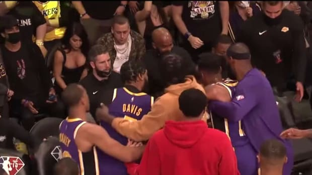 """Magic Johnson Was Mad After Anthony Davis And Dwight Howard Heated Altercation: """"In My 42 Years Of Being Associated With The Lakers Organization, I've Never Seen Something Like That."""""""