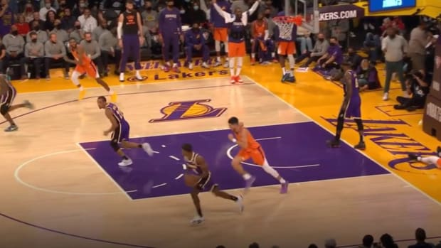 """LeBron James Didn't Care About The Offense After Stopping A Suns Fastbreak: """"Why Is He Standing Back Here?"""""""