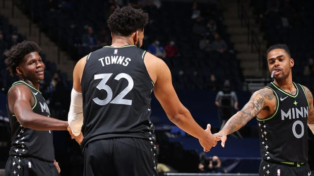 """Anthony Edwards Says He's Ready To Push Karl-Anthony Towns And D'Angelo Russell: """"I'm Gonna Start Talking More As Far As, 'You Need To Lock In, Bruh. Pass The Ball.' I'm Finna Start Talking A Lot More."""""""