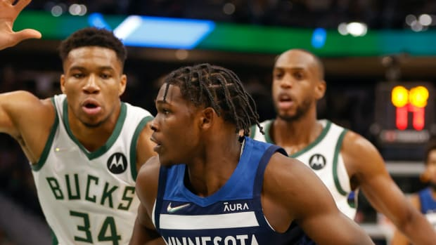 """Anthony Edwards On How Difficult It Is To Stop Giannis Antetokounmpo: """"Motherf**ker Is Like 7'2, 280 Pounds. Sh*t, We Put Four People On Him And He'll Still Score The Ball."""""""