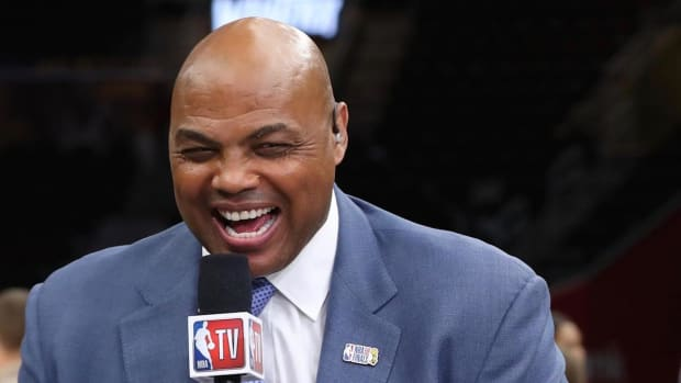 """Charles Barkley's Hilarious Response To Not Knowing How To Send An E-mail: """"I Talk Bad About People The Old-Fashioned Way, Behind Their Back"""""""