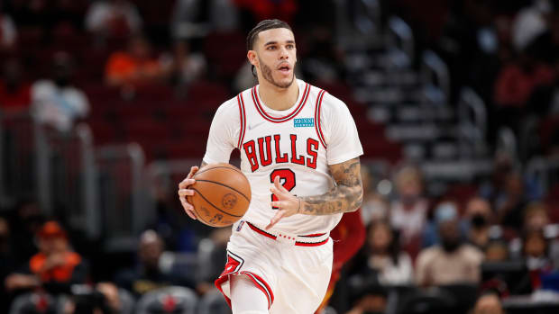 """Zach Lowe Says He Doesn't Understand Why The Pelicans Traded Lonzo Ball: """"Gets Along With Zion, Plays Defense, Shoots The Ball, Is A Fit With Your Team. Never Understood It. Definitely A Win For Chicago."""""""