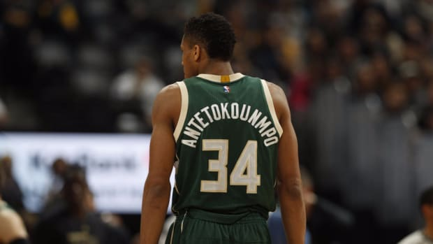 nba-announcer-explains-how-to-correctly-pronounce-the-most-perplexing-name-in-the-league--giannis-antetokounmpo