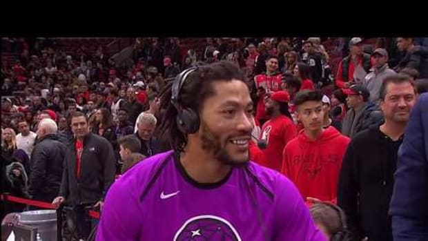 Derrick Rose Reacts To The MVP Chants In The United Center