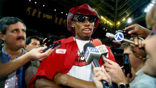 In 1996, Dennis Rodman Showed How Women Chased NBA Players