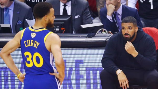 Steph Curry Had A 3-Point Shooting Competition With Drake In His Crib