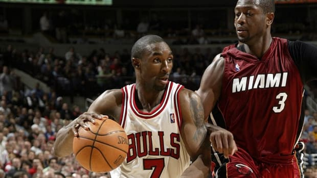 7 Players Who Retired From The NBA Before The Age of 32
