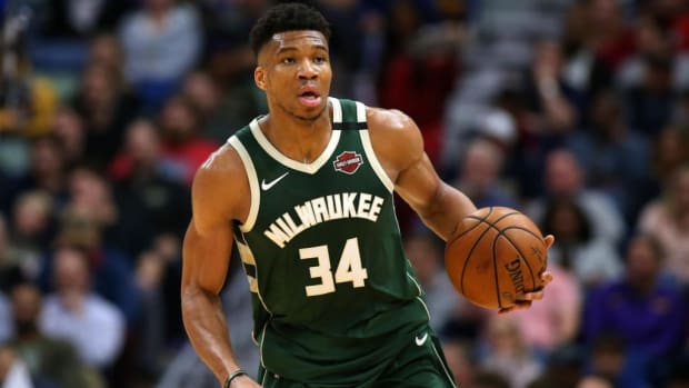Giannis Antetokounmpo Reportedly Showed Text Messages From Stars On Rival Teams To Bucks Management Before Re-Signing