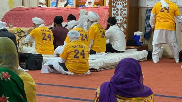 A Sikh Temple Did A Prayer For Kobe And The Victims Of The Crash While Wearing Kobe Shirts