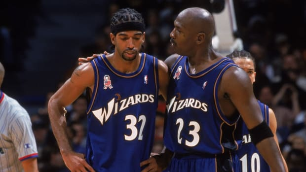 """Rip Hamilton On MJ Teaching Him The Mid-Range Game: """"That's The Hardest Play In The Game Of Basketball To Guard."""""""