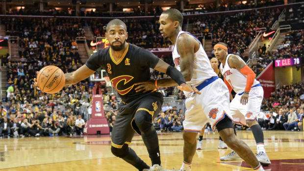 Kyrie-Irving-posting-New-York-Knicks