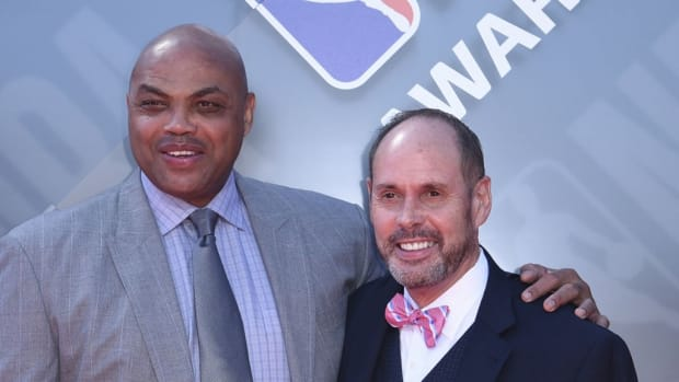 The Time Ernie Johnson Was Mad At Charles Barkley For Destroying His Game Notes