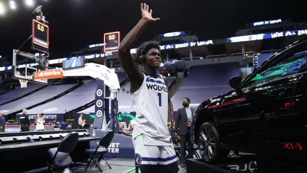 """Anthony Edwards Is Not Happy With The Wolves' Defense: """"Coach Can't Come On The Floor. He Can't Do Sh*t But Tell Us What To Do... Sh*t, He Just Saying Words. We Gotta Go Out There And Do The Sh*t. Defense Is Effort."""""""