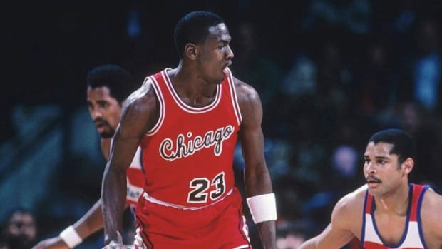 Nike Had Conditions Before Giving Rookie Michael Jordan A Contract: Either Be NBA Rookie Of The Year, Or Average 20 PPG, Or Be An All-Star, Or Sell $4M Worth Shoes In A Year