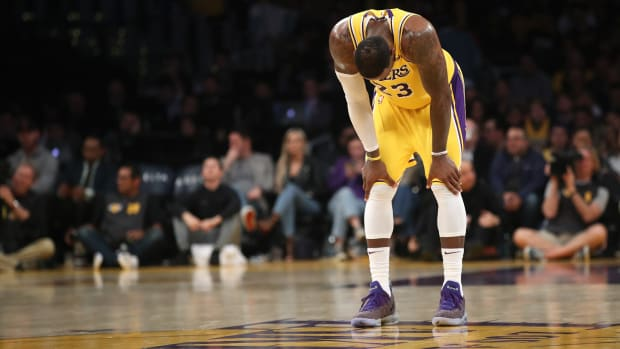 Lakers Fans Angry After Team Loses 3rd Straight Game, Drops To 6th In West