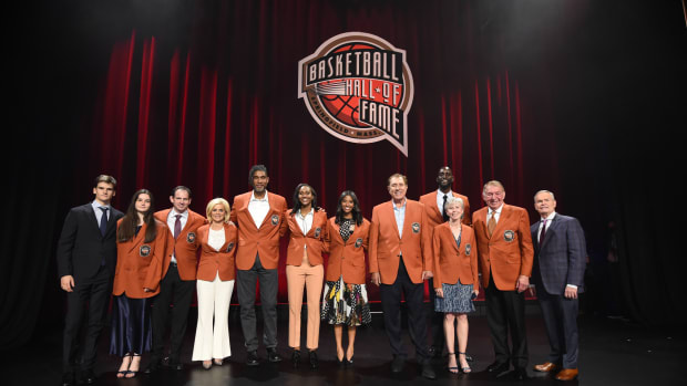 Natalia Bryant Honors Kobe, Wears Hall Of Fame Jacket During Ceremony