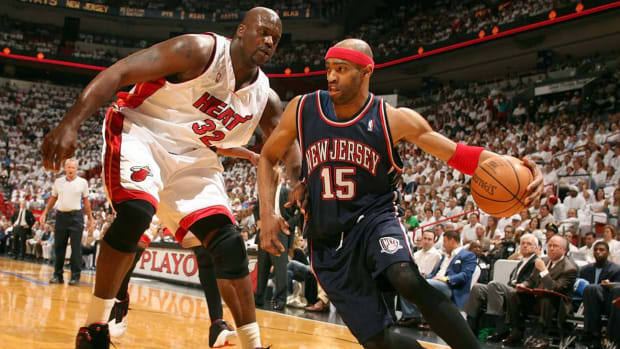 How Shaquille O'Neal Sacrificed Alonzo Mourning To Avoid Vince Carter Dunking On Him