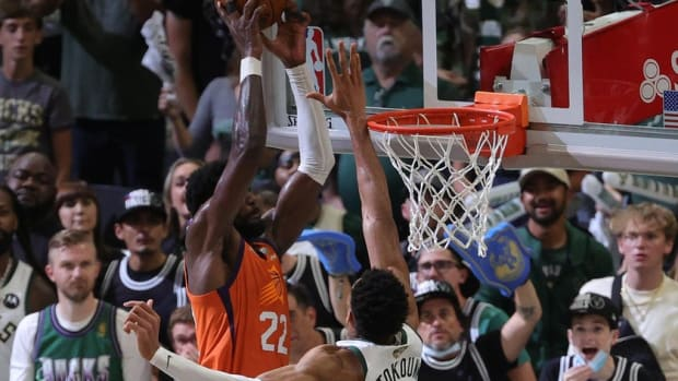 """Giannis Antetokounmpo Reflects On His Big Block Over Deandre Ayton: """"When I Focus On My Past, That's My Ego… When I Focus On My Future, That's My Pride."""""""