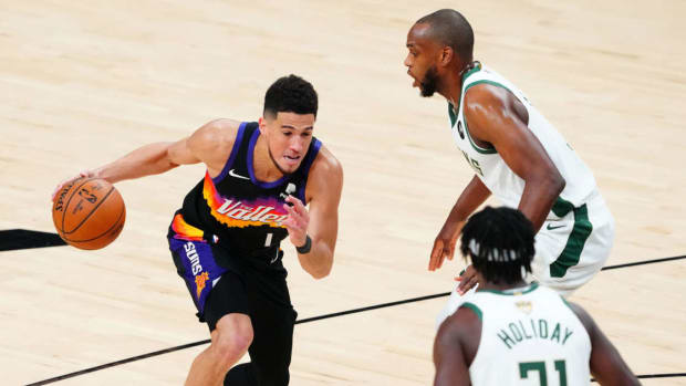 """Devin Booker Has No Problem Playing With Khris Middleton Or Jrue Holiday On Team USA After 2021 NBA Finals: """"The Memories Are There But It's Nothing Personal Between Us"""""""