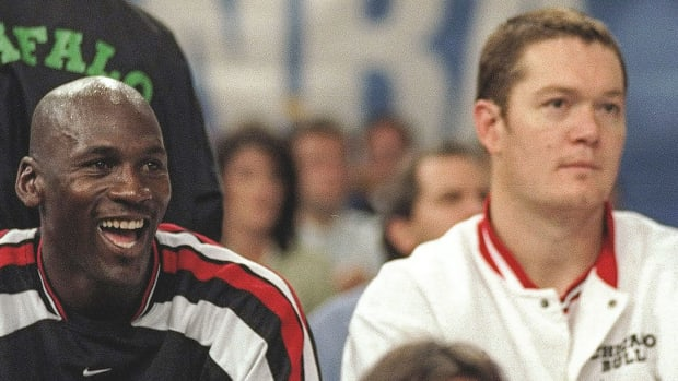 """Michael Jordan Gave Luc Longley An Ultimatum Over His Play: """"If He Doesn't Catch Any More Of My Passes, I'm Going To Hit Him Right In The Face With It"""""""