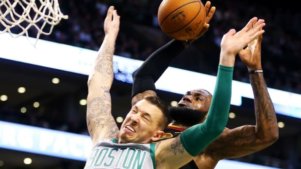 """Fans Can't Believe LeBron James Had A Lower Dunk Rating Than Daniel Theis In NBA 2K20: """"This Is So Stupid"""""""