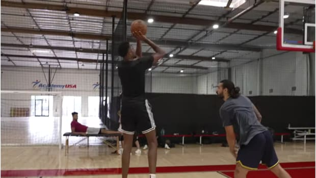 Evan Mobley Gives Steven Adams Buckets In 1-On-1 Workout Video