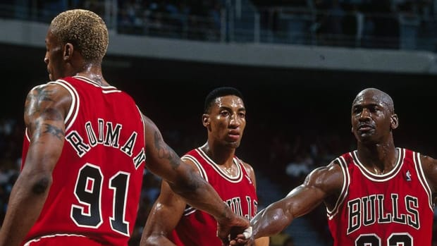 """Magic Johnson Said Jerry Krause Destroyed The Chicago Bulls Dynasty: """" I Think If They Were Able To Keep The Team Together... They Would Have Probably Won 10, 11, 12 Championships"""""""