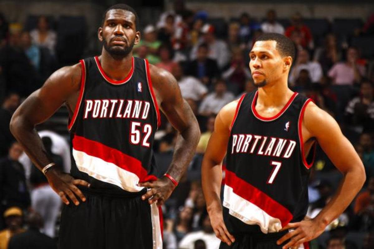 Greg Oden and Brandon Roy standing next to each other