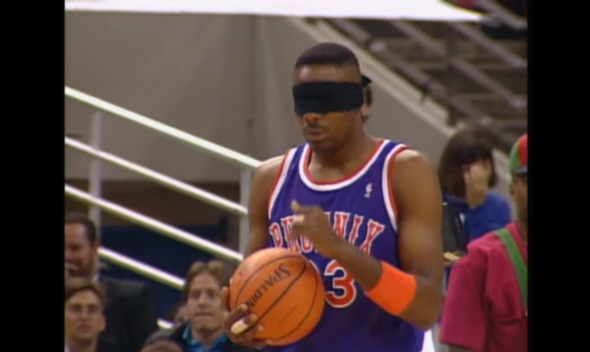 """Michael Jordan On Cedric Ceballos' Blindfolded Dunk In 1992 Dunk Contest: """"You Know Damn Well That Ceballos Had To See Where He Was Going"""""""