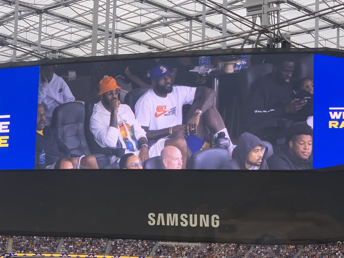 Lakers Fans React After LeBron James, Carmelo Anthony, And Draymond Green Are Caught Hanging Out At L.A. Rams Football Game