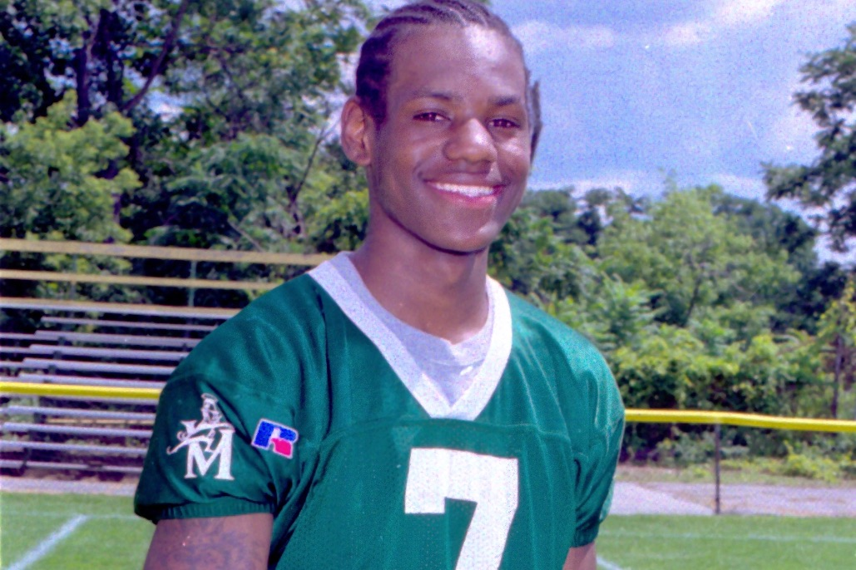 """LeBron James' High School Football Highlights Are Insane: """"Love This Sport So Much"""""""