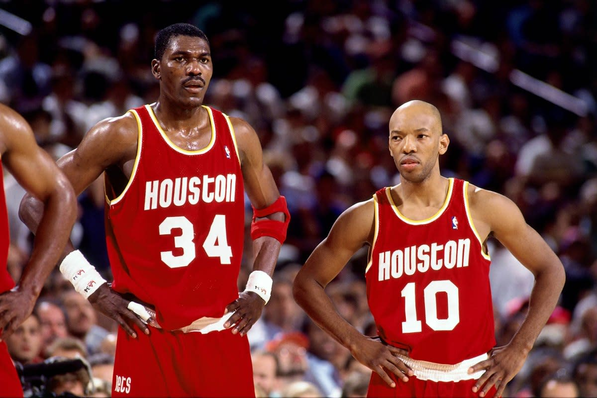 """Sam Cassell Tells The Story Of When Hakeem Olajuwon Schooled Him: """"Son, Preseason Don't Count, The Popcorn Is Popping Now. Pre-season Stat Sheets Don't Send To New York. Regular-Season Stat Sheets Do."""""""