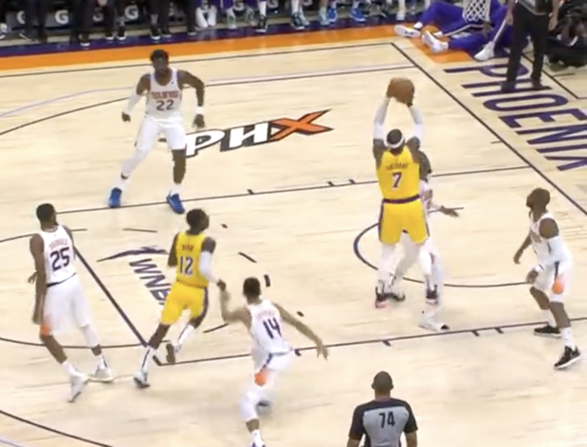 Lakers Fans React To Carmelo Anthony's First Points In A Lakers Jersey