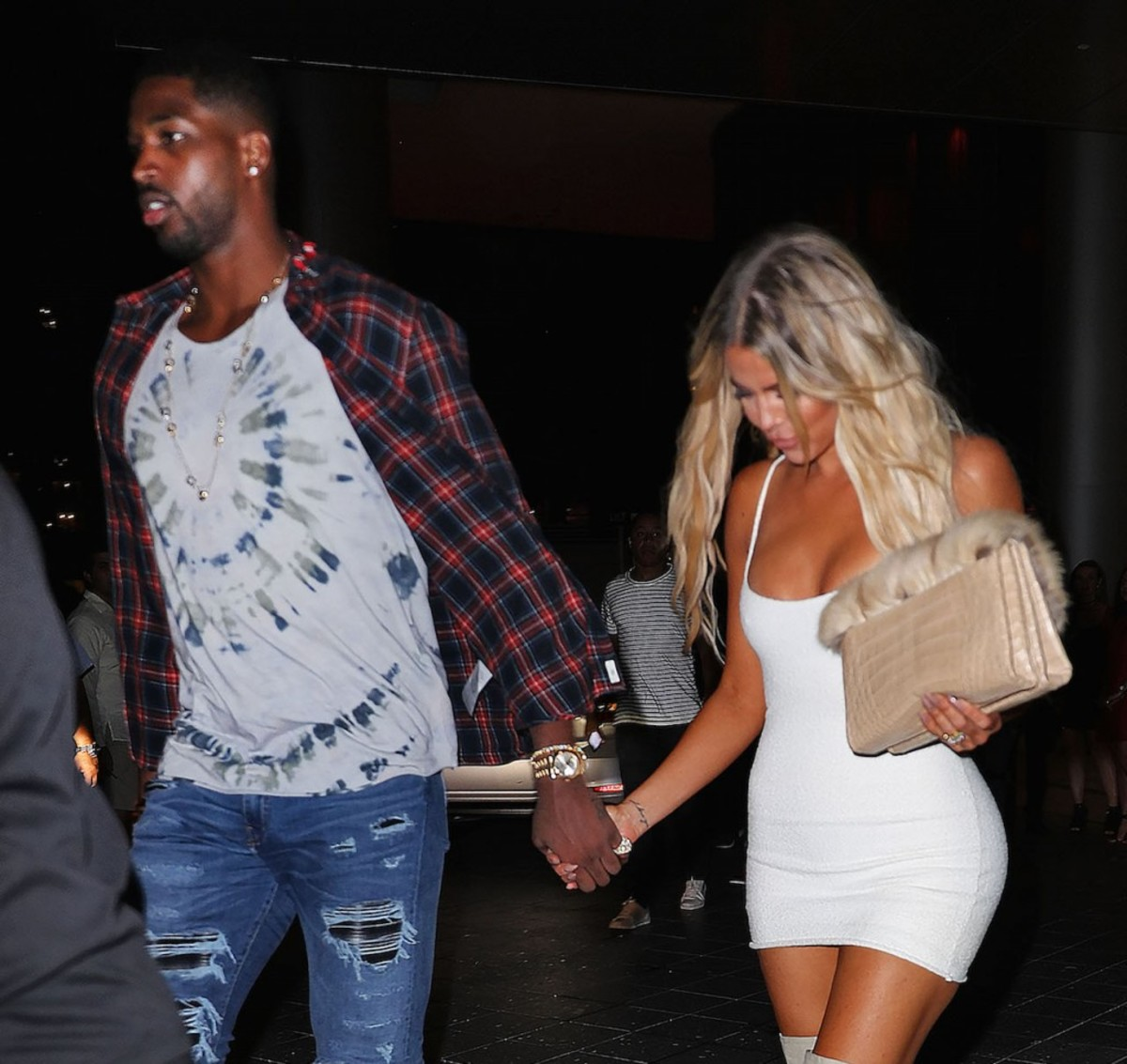 exclusive-khloe-kardashian-and-tristan-thompson-hold-hands-after-dinner-at-zuma-in-miami