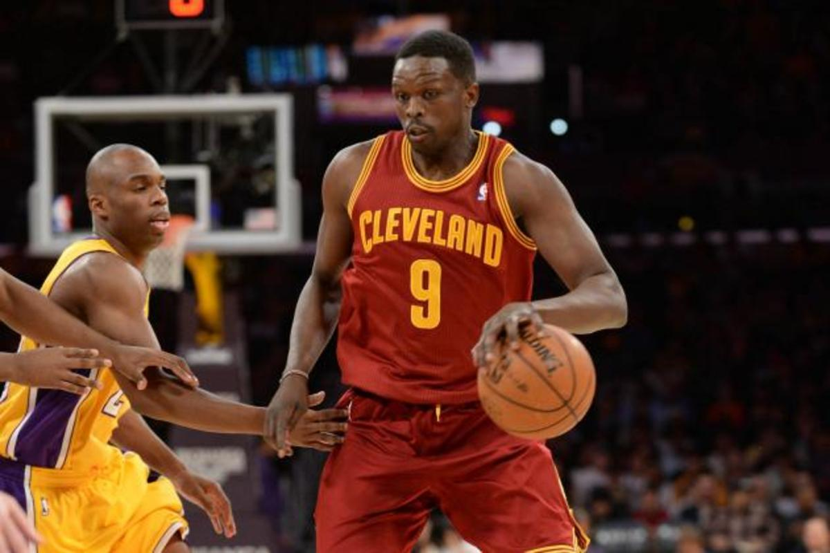 hi-res-462699399-luol-deng-of-the-cleveland-cavaliers-drives-to-the_crop_north