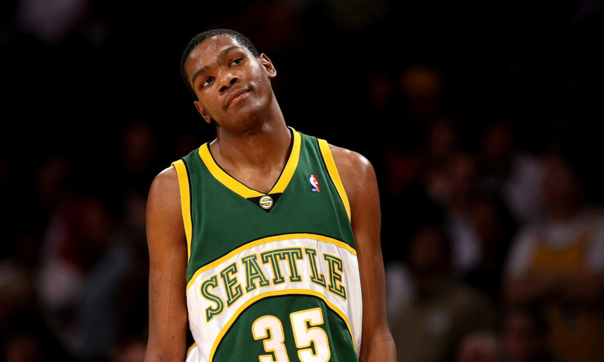 LOS ANGELES, CA - NOVEMBER 27:   Kevin Durant #35 of the Seattle SuperSonics reacts during the game with the Los Angeles Lakers on November 27, 2007 at Staples Center in Los Angeles, California.   The Lakers won 106-99. NOTE TO USER: User expressly acknowledges and agrees that, by downloading and/or using this Photograph, user is consenting to the terms and conditions of the Getty Images License Agreement. (Photo by Stephen Dunn/Getty Images) ORG XMIT: 76076219 GTY ID: 76219SD005_Seattle_Super