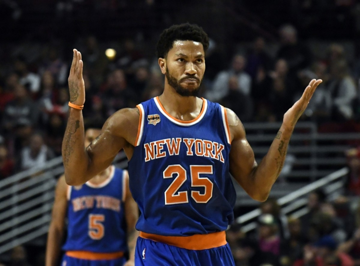 Nov 4, 2016; Chicago, IL, USA; New York Knicks guard Derrick Rose (25) reacts after making a shot against the Chicago Bulls during the second half at  the United Center. The Knicks won 117-104. Mandatory Credit: David Banks-USA TODAY Sports