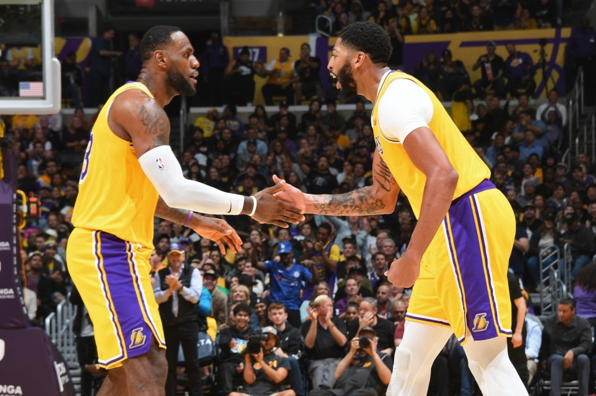 """LeBron James Hilariously Asks Fans To Check On Anthony Davis After Green Bay Packers Lose Opening Game: """"I Bet GP Talking To Him Crazy Right Now!!"""""""