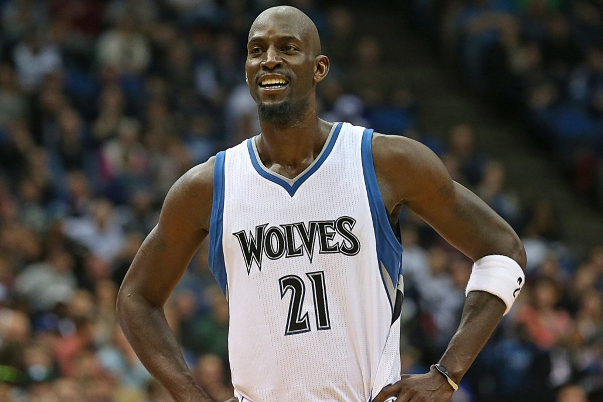 MINNEAPOLIS, MN - FEBRUARY 28:  Kevin Garnett #21 of the Minnesota Timberwolves during the game against the Memphis Grizzlies on February 28, 2015 at Target Center in Minneapolis, Minnesota. NOTE TO USER: User expressly acknowledges and agrees that, by downloading and or using this Photograph, user is consenting to the terms and conditions of the Getty Images License Agreement. Mandatory Copyright Notice: Copyright 2015 NBAE (Photo by Jordan Johnson/NBAE via Getty Images)