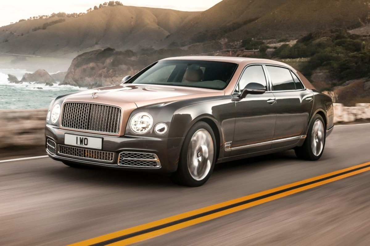 2017-Bentley-Mulsanne-EWB-front-three-quarter-in-motion-e1456185090684