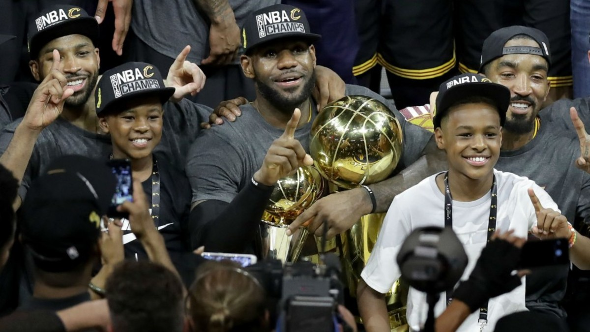 lebron-james-with-sons-lebron-jr-and-bryce_9m74232b8yvp1l43y605x8iba